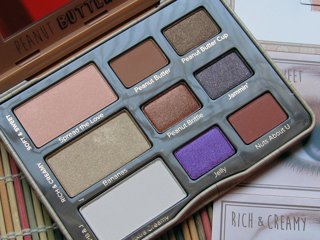 The cute and playful PB&J palette from Too Faced is perfect for the fun-loving adult and younger make-up newbie! // dreams-etc.com