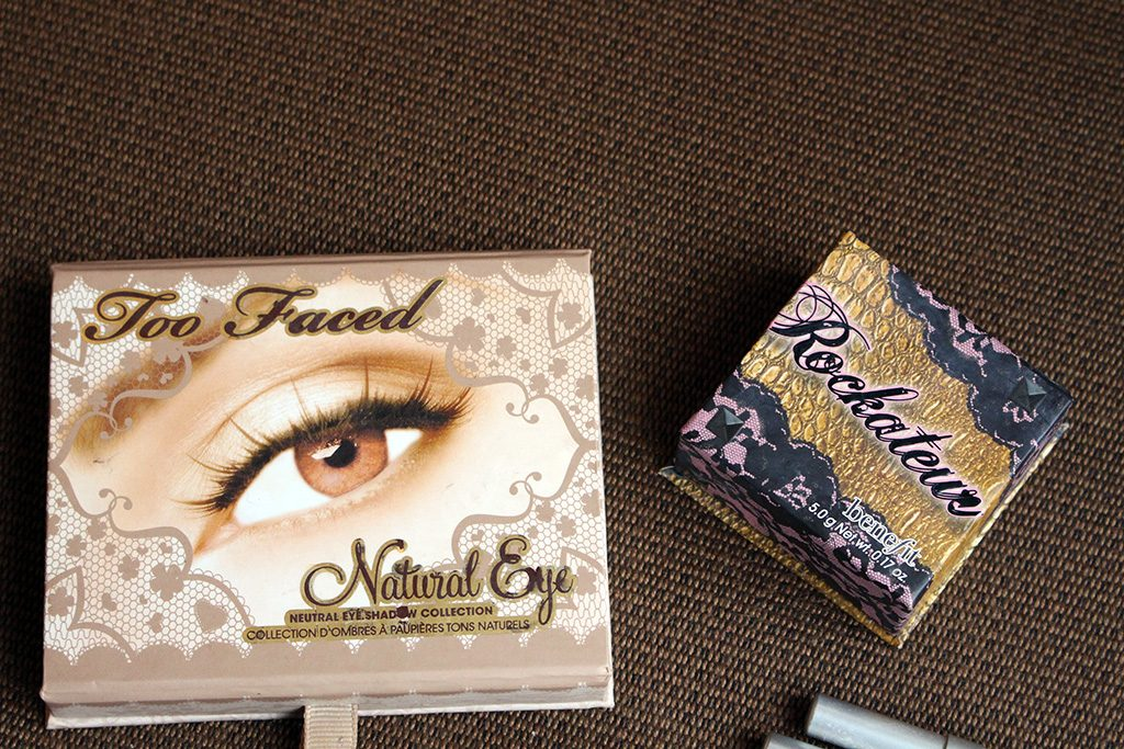 A small make-up bag for a trip to Colombia with products from Too Faced, Urban Decay, Benefit, Tarte, MAC and Kat Von D. // dreams-etc.com