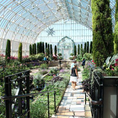 Talk a walk through the Sunken Garden at the Como Zoo & Conservatory in St. Paul, MN. // dreams-etc.com