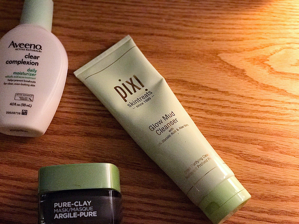 Sharing what cleared up my blemish-prone skin, as well as what I love and what I'd like to replace. // dreams-etc.com